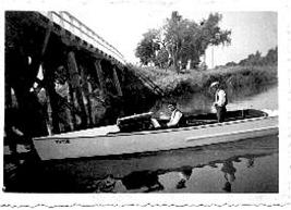 Senasis  Drevernos  tiltas  su  motorlaiviu Viltis