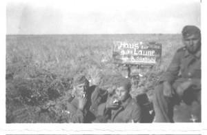 Jurgis pirmas,kairėje.Poilsį po Charkov`o mūšio,Isjum apylinkėję.