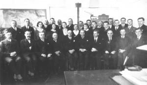 Klaip-uosto-valdyba-1926-7_viduryje L.Bajoraite+